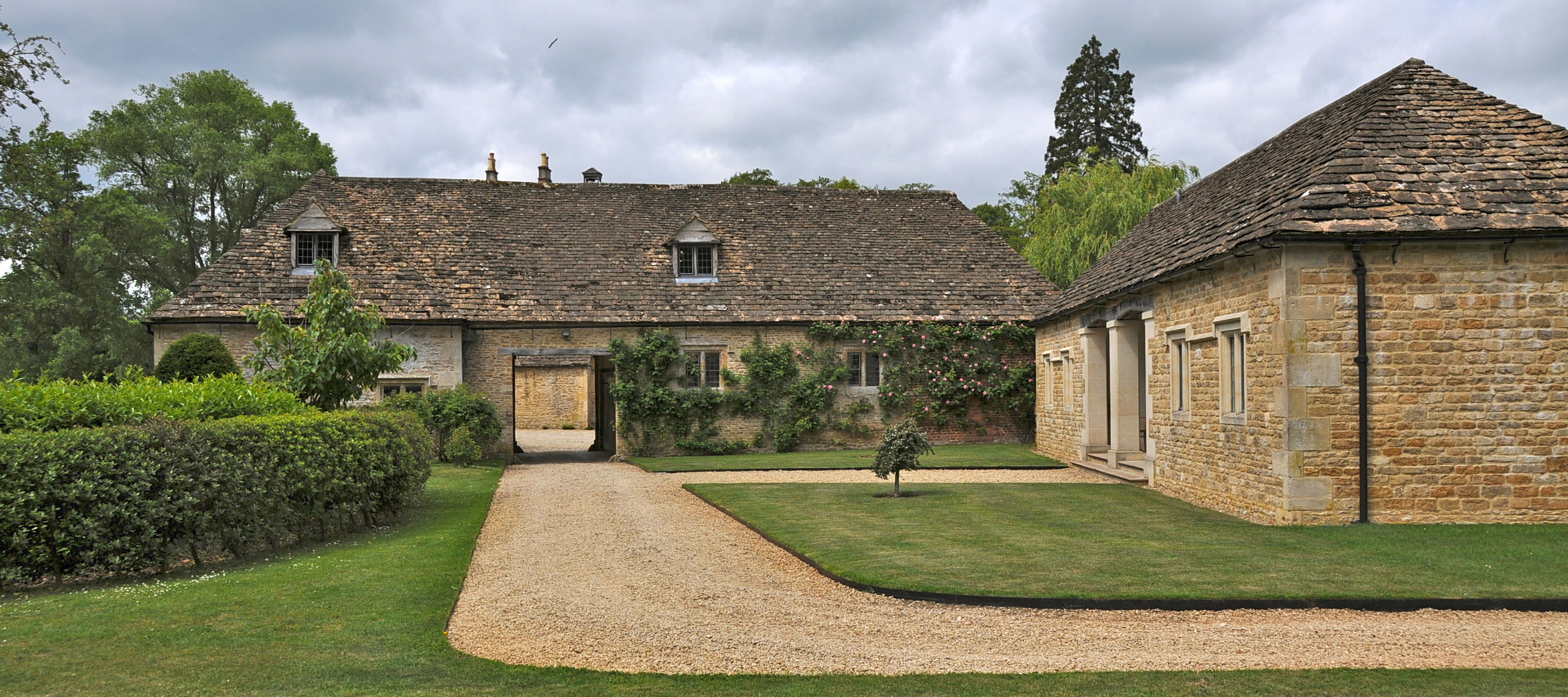 langley-park-cotswold-pool-house
