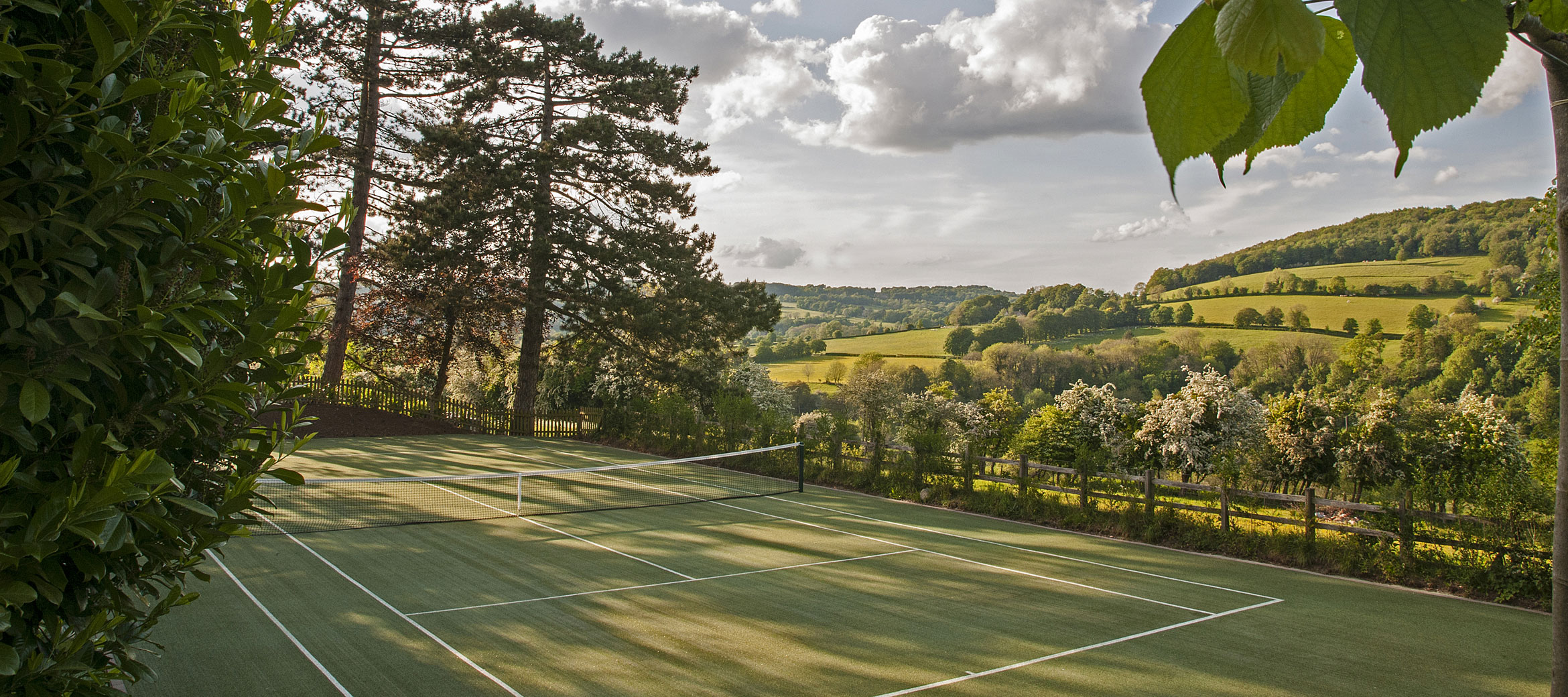 cotswold-tennis-court-with-a-view