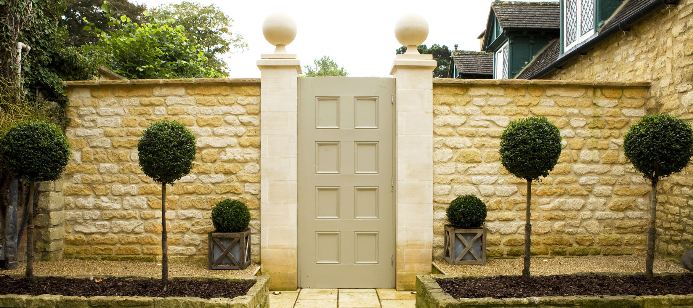 Singer-House-chipping-campden-courtyard-garden