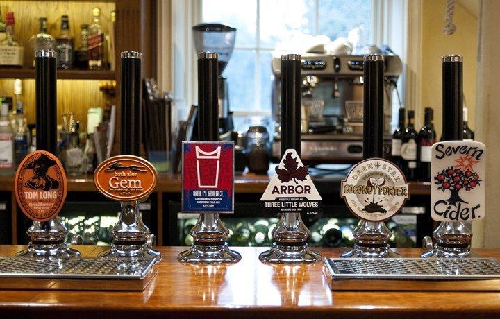 Royal-Oak-Beer-Luxury-Cotswold-Rentals
