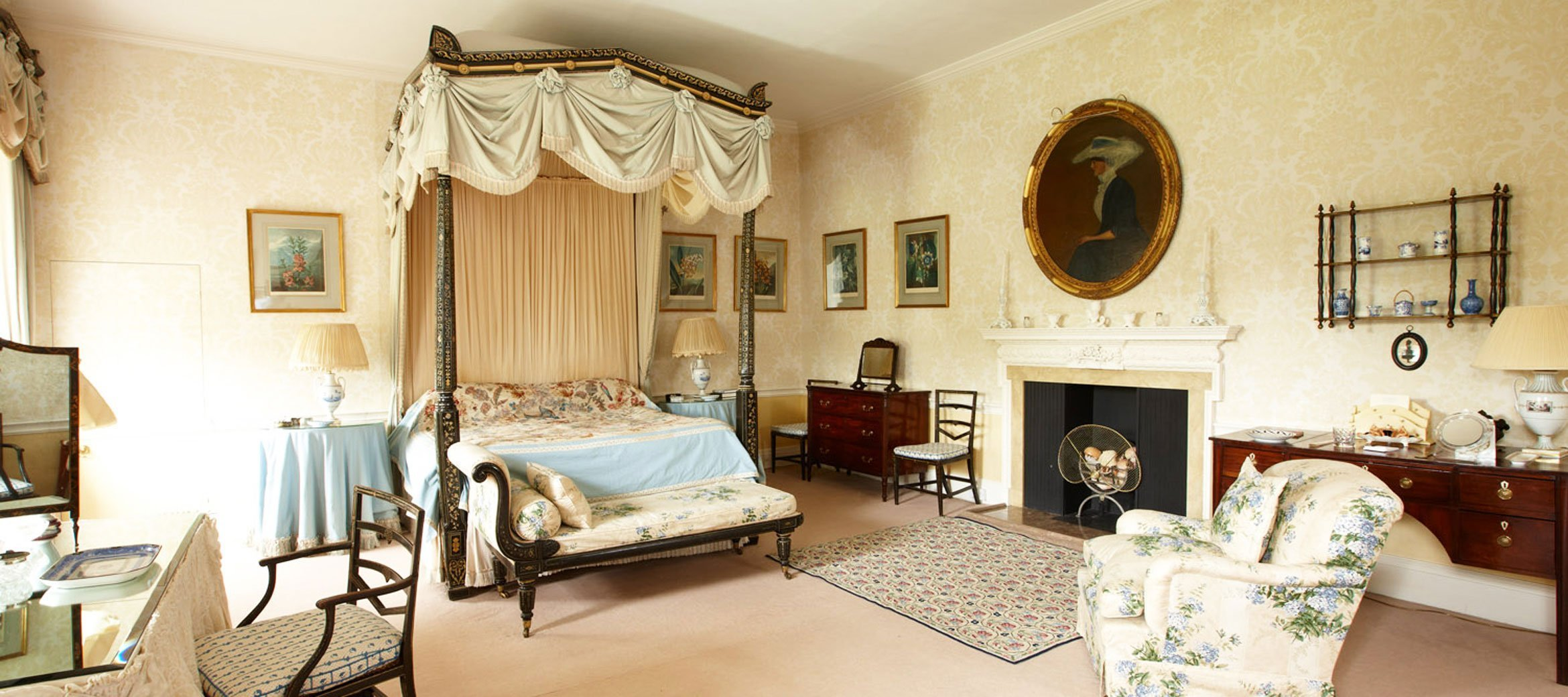 cornwell-manor-ensuite-four-poster-bedroom