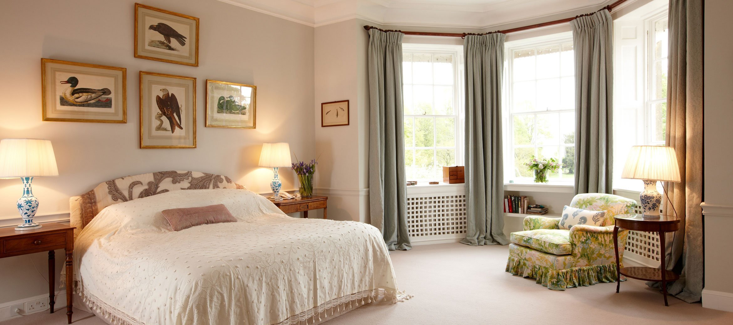 cornwell-manor-pastel-ensuite-bedroom