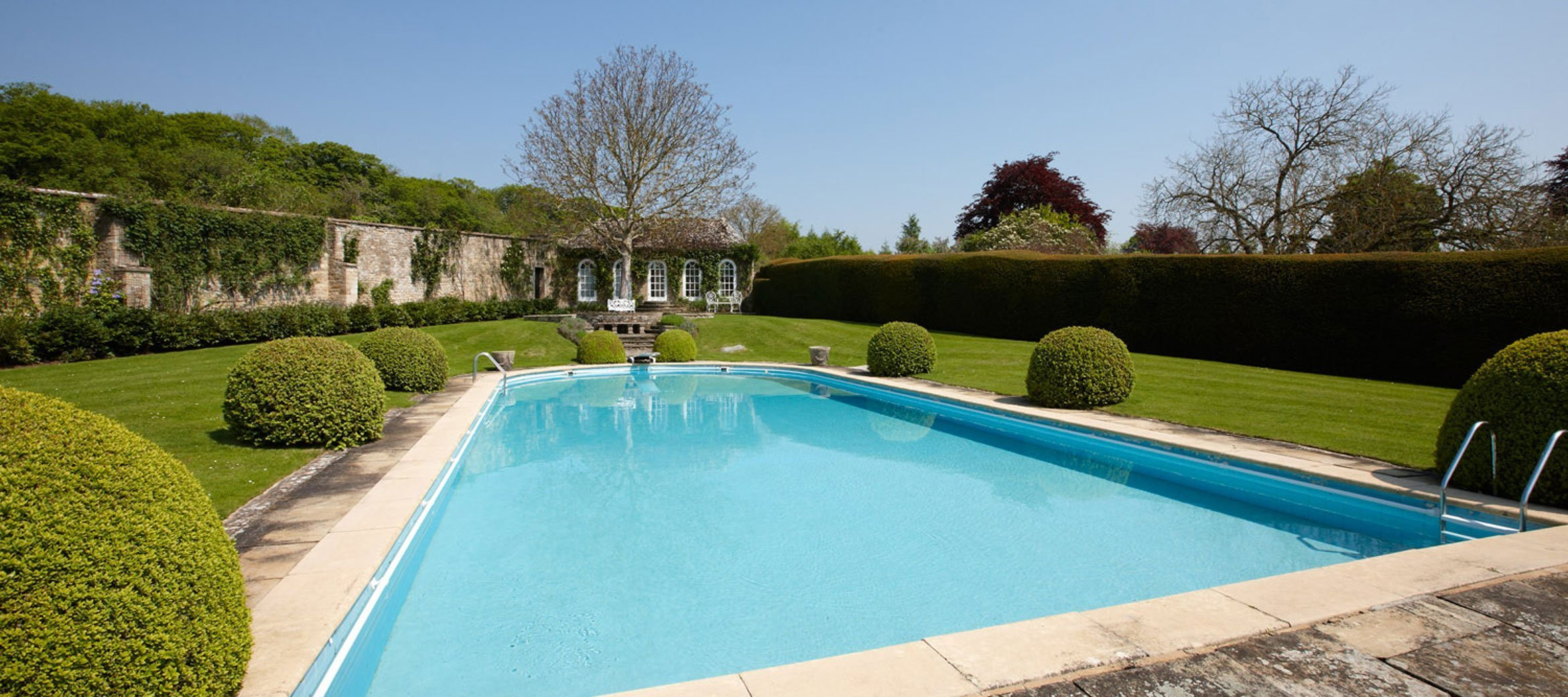 cornwell-manor-swimming-pool