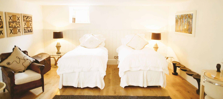 Temple-Guiting-Barn-Ground-Floor-Twin-Bedroom