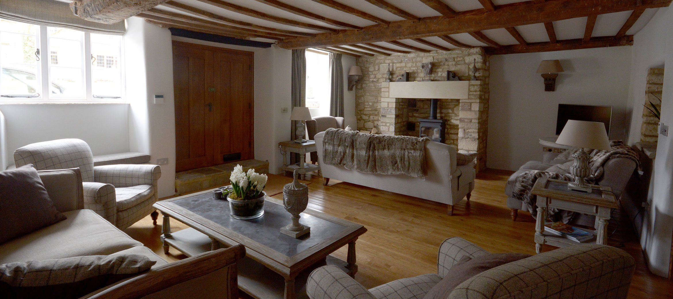 burford-cotswold-cottage-drawing-room-fireplace