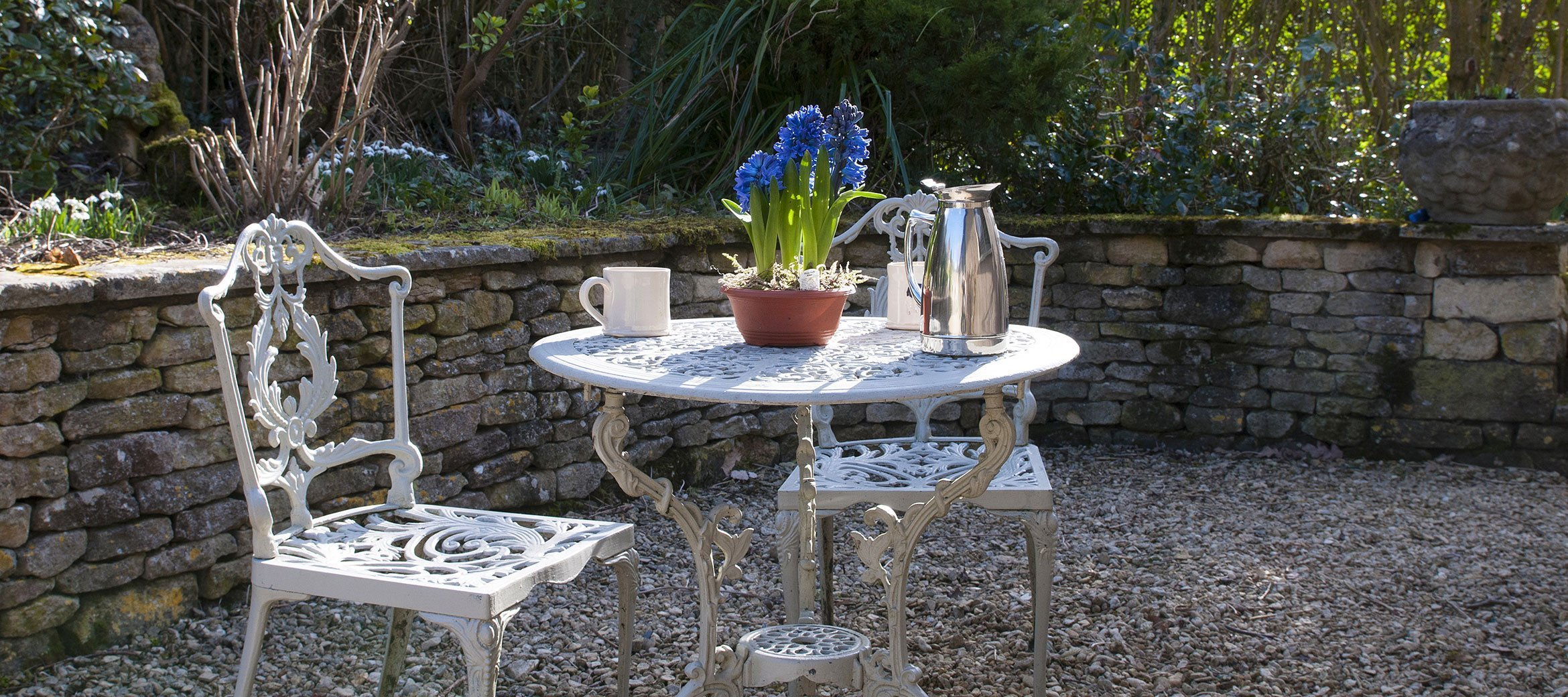dryhill-cotswold-cottage-breakfast-table