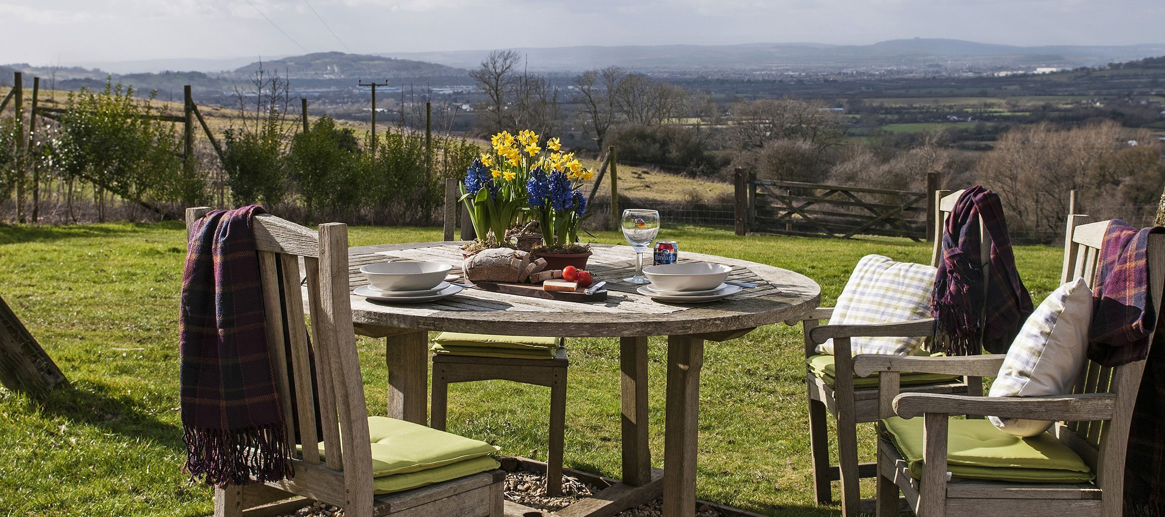 dryhill-cotswold-cottage-outdoor-dining