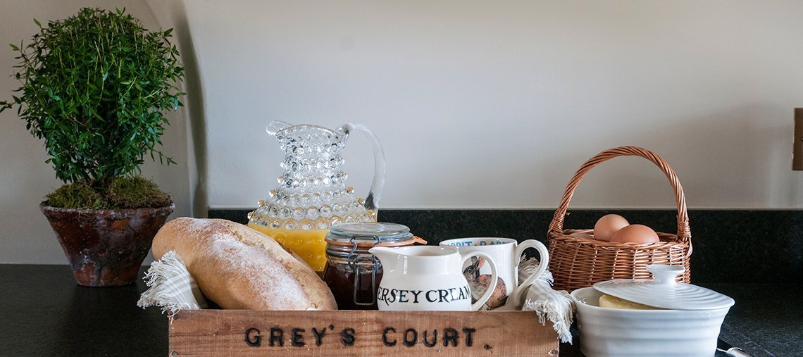 greys-court-cottages-southrop-breakfast