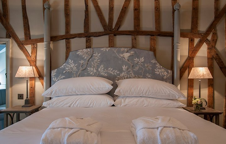 dovecote-luxury-cotswold-cottage-featured