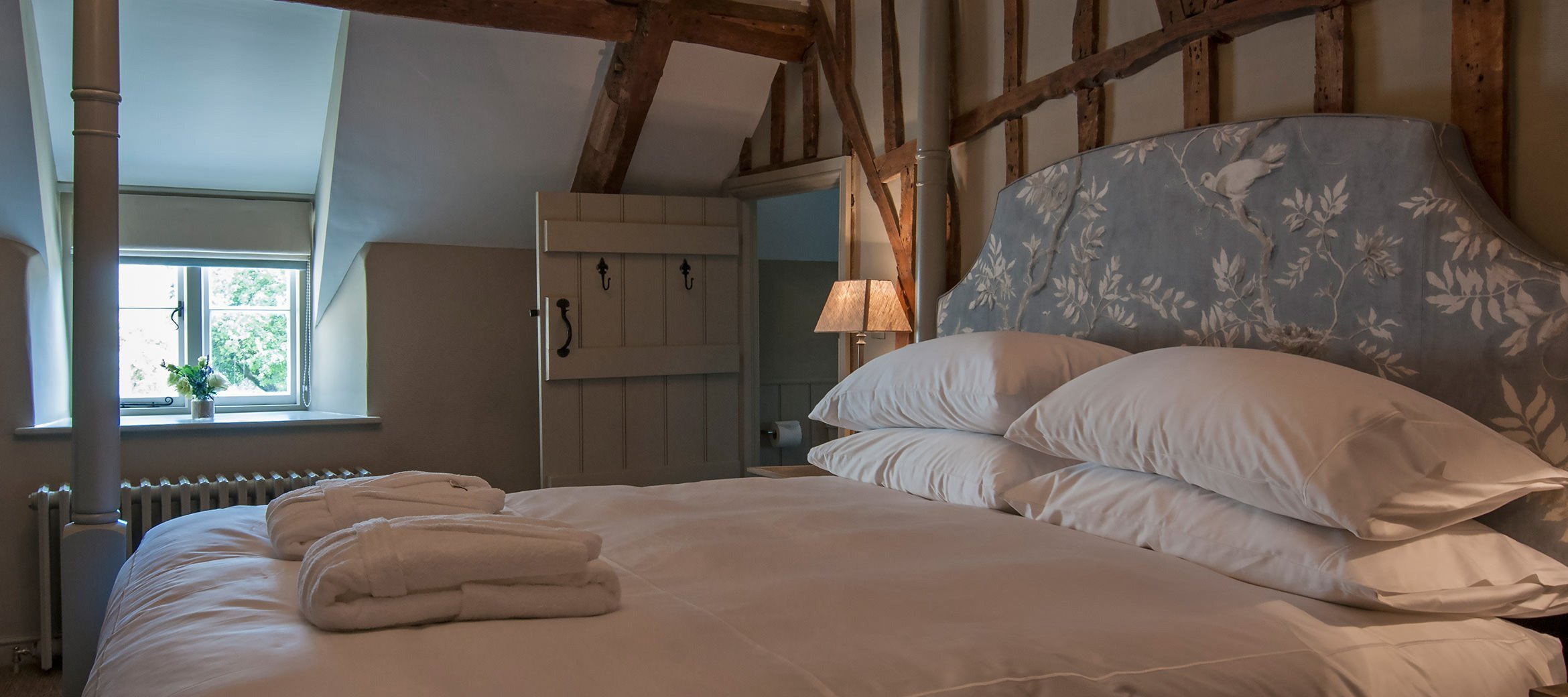 dovecote-luxury-cotswold-cottage-four-poster-bedroom