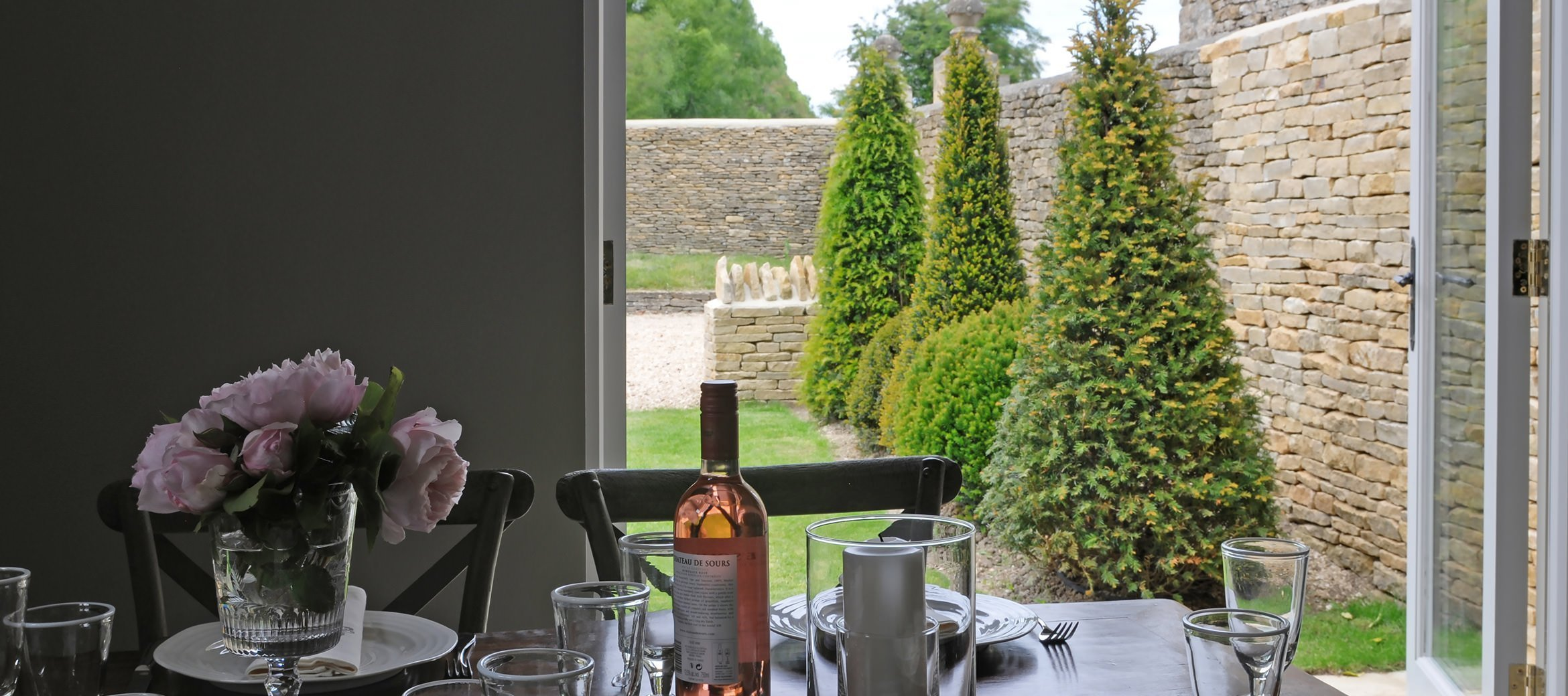 dovecote-luxury-cotswold-cottage-garden-view