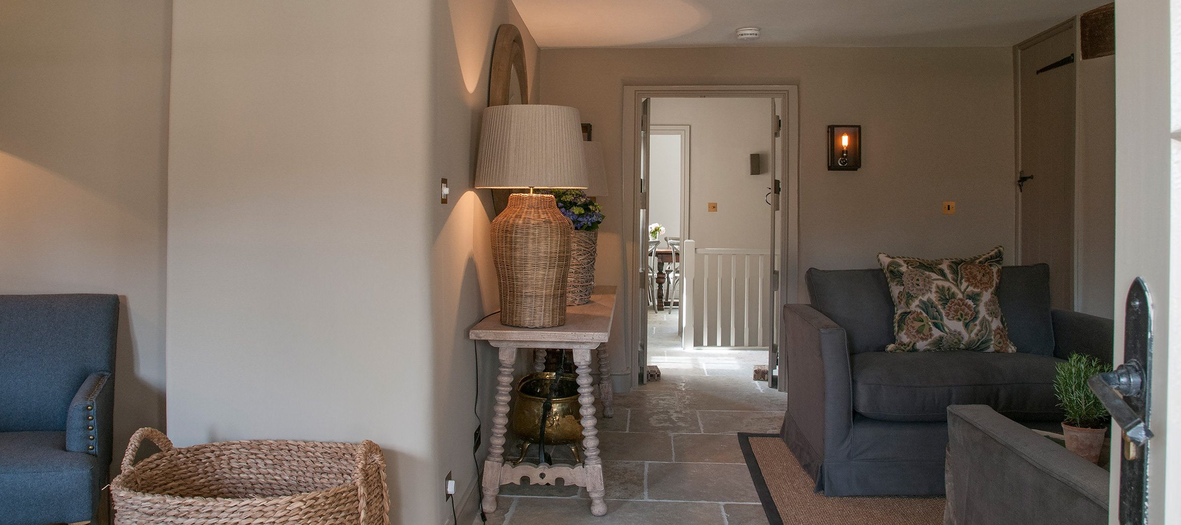 dovecote-luxury-cotswold-cottage-sitting-room-kitchen