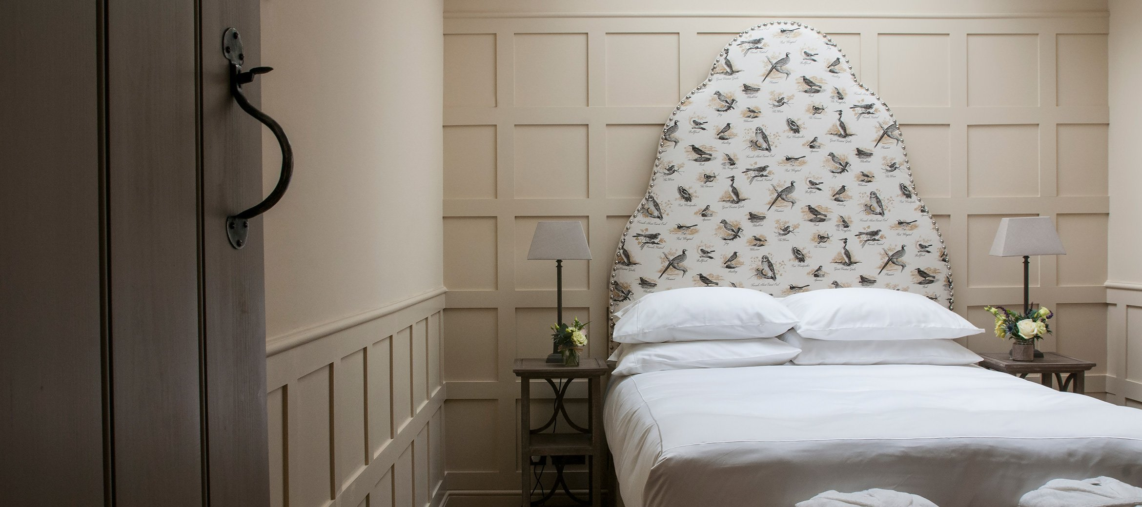 dovecote-luxury-cotswold-cottage-twin-bedroom-lewis-and-wood