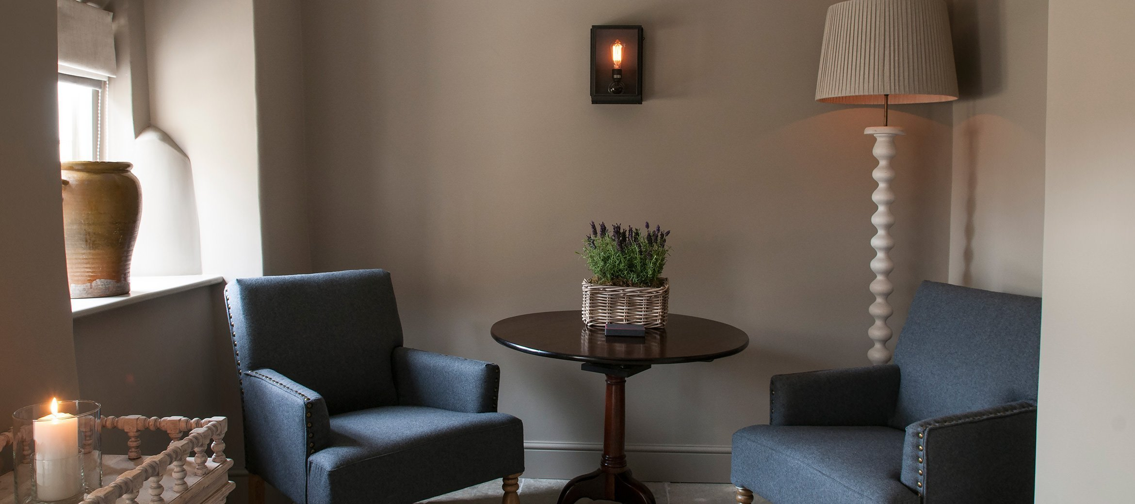 dovecote-luxury-cotswold-sitting-room-armchairs