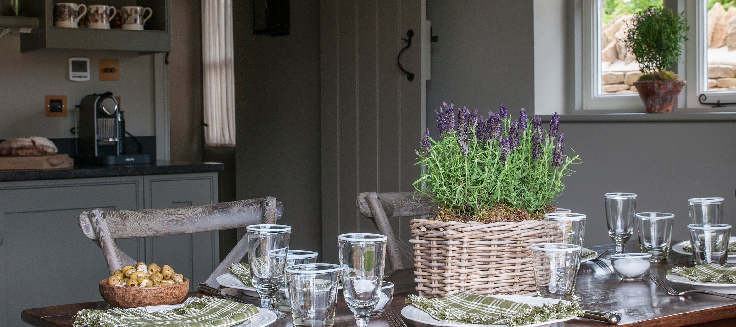greys-luxury-cotswold-cottage-dining-table