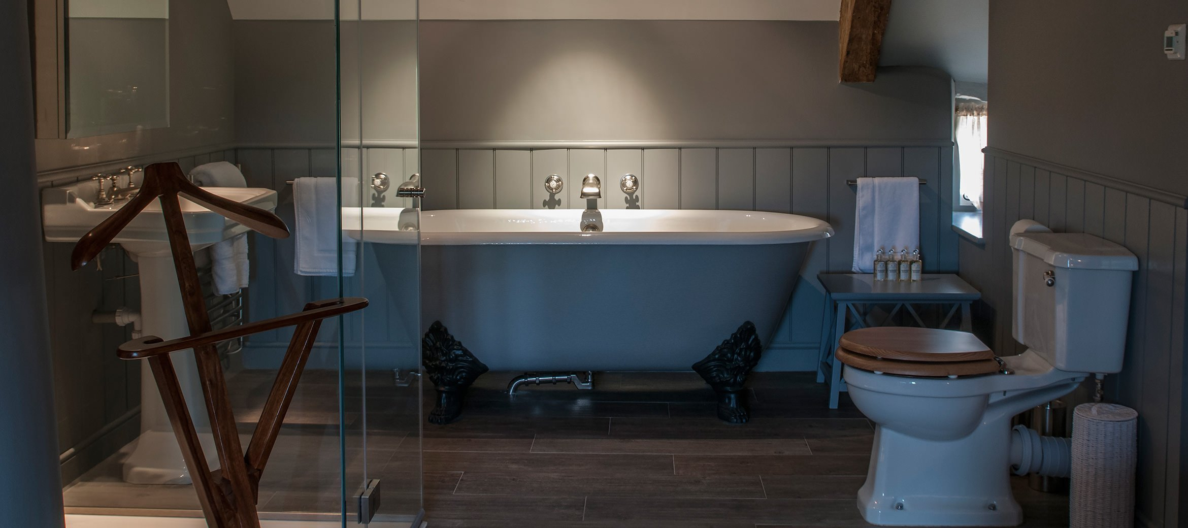 greys-luxury-cotswold-cottage-en-suite-bathroom