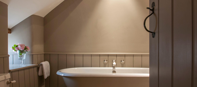 owl-cottage-luxury-cotswold-cottage-en-suite-bathroom