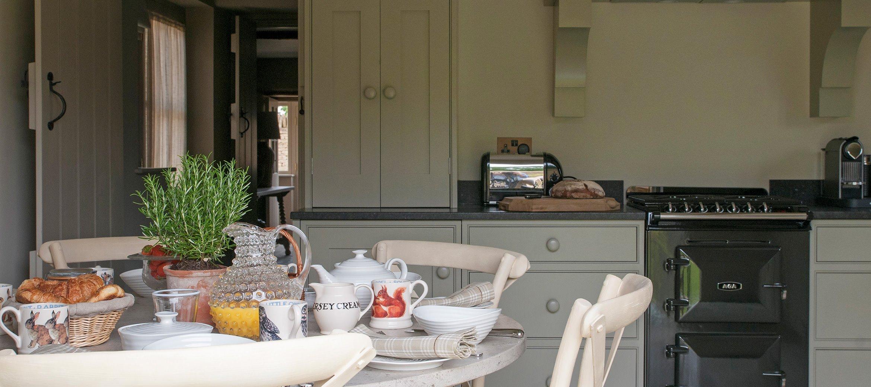 owl-cottage-luxury-cotswold-cottage-kitchen-dining