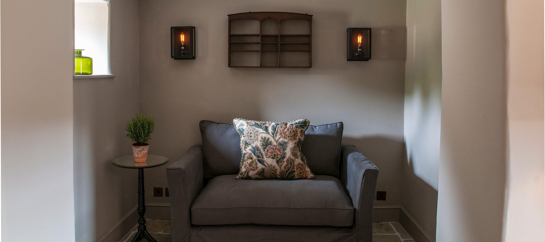 owl-cottage-luxury-cotswold-cottage-snug