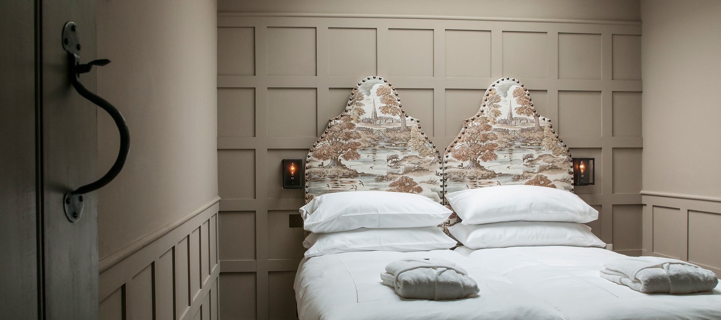 owl-cottage-luxury-cotswold-cottage-twin-bedroom-lewis-and-wood