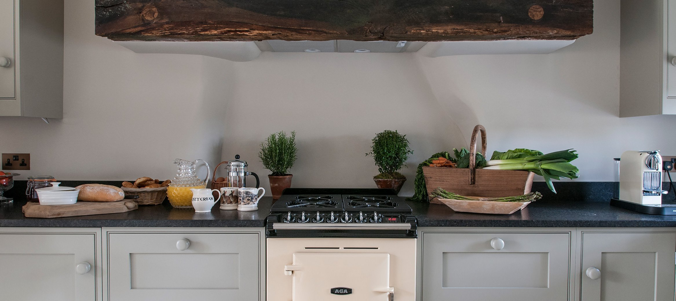 yew-luxury-cotswold-cottage-southrop-kitchen-AGA