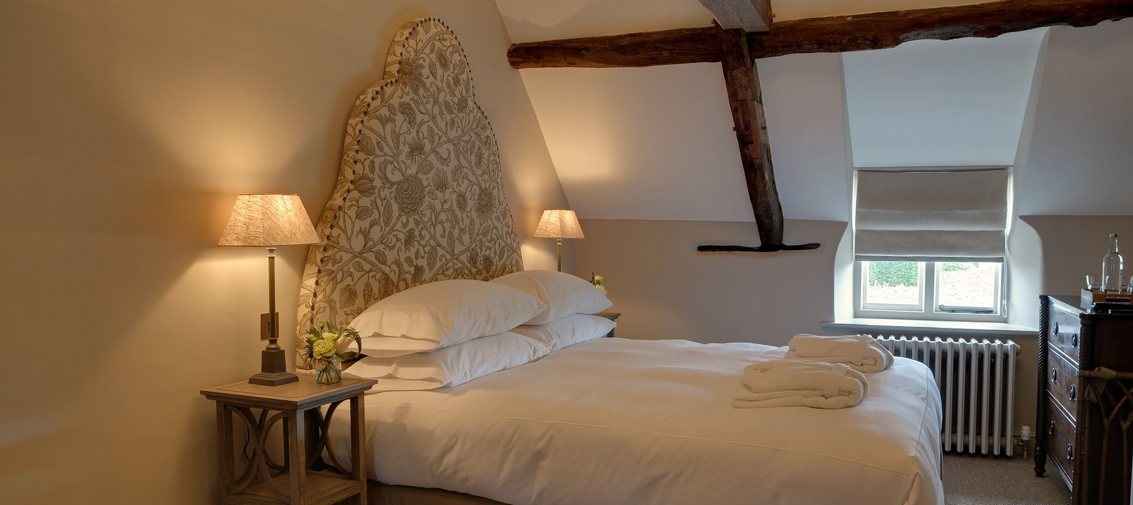 yew-luxury-cotswold-cottage-southrop-master-bedroom