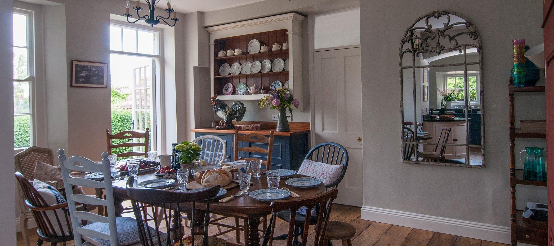 old-rectory-broadway-breakfast-room-wide