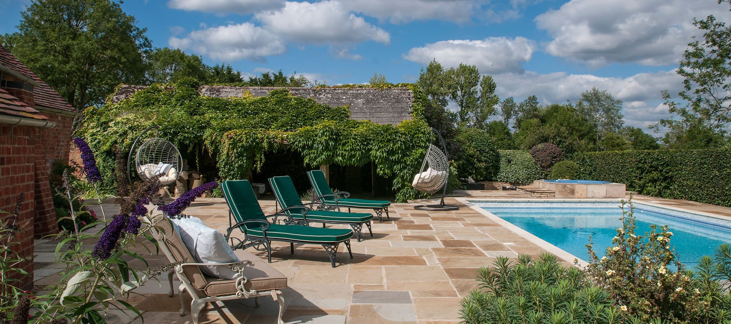old-rectory-broadway-pool-hot-tub-loungers