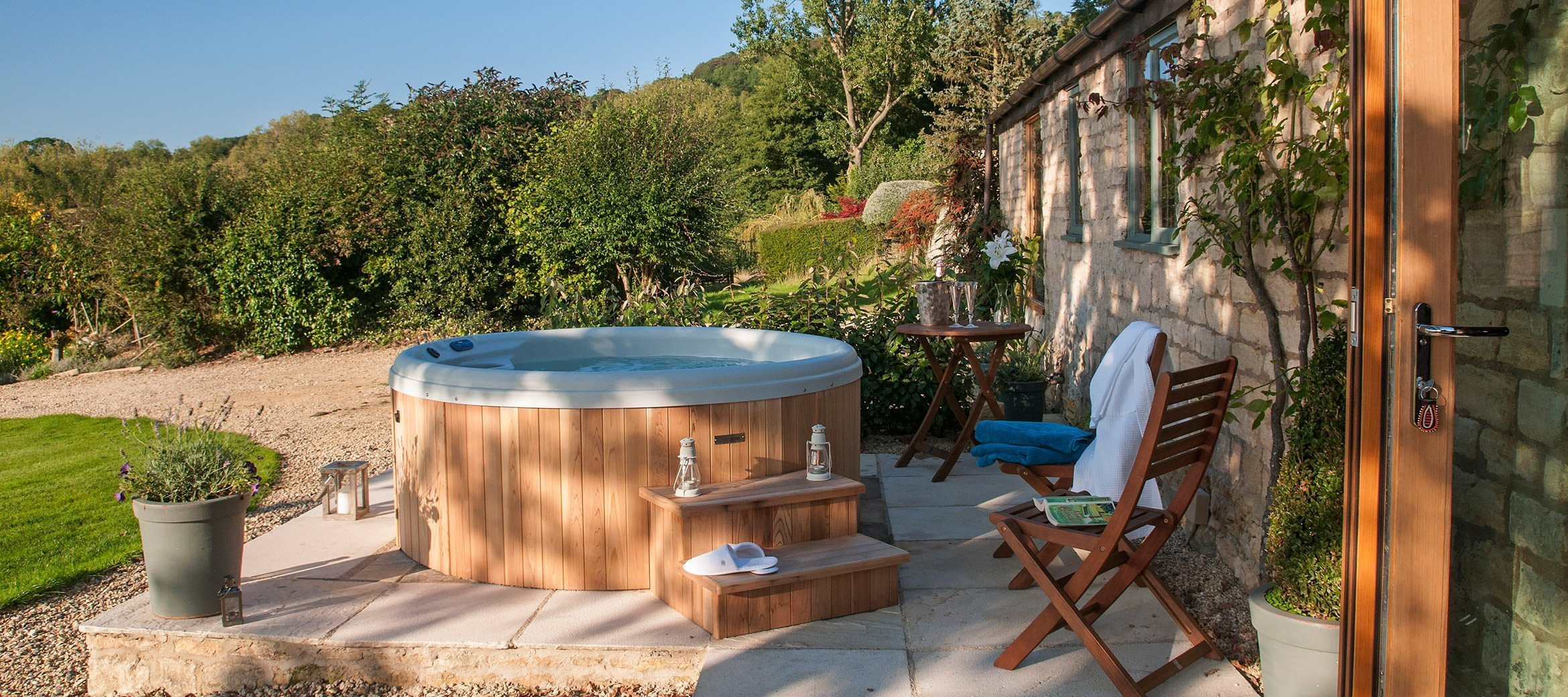 dryhill-cotswold-cottage-best-hot-tub
