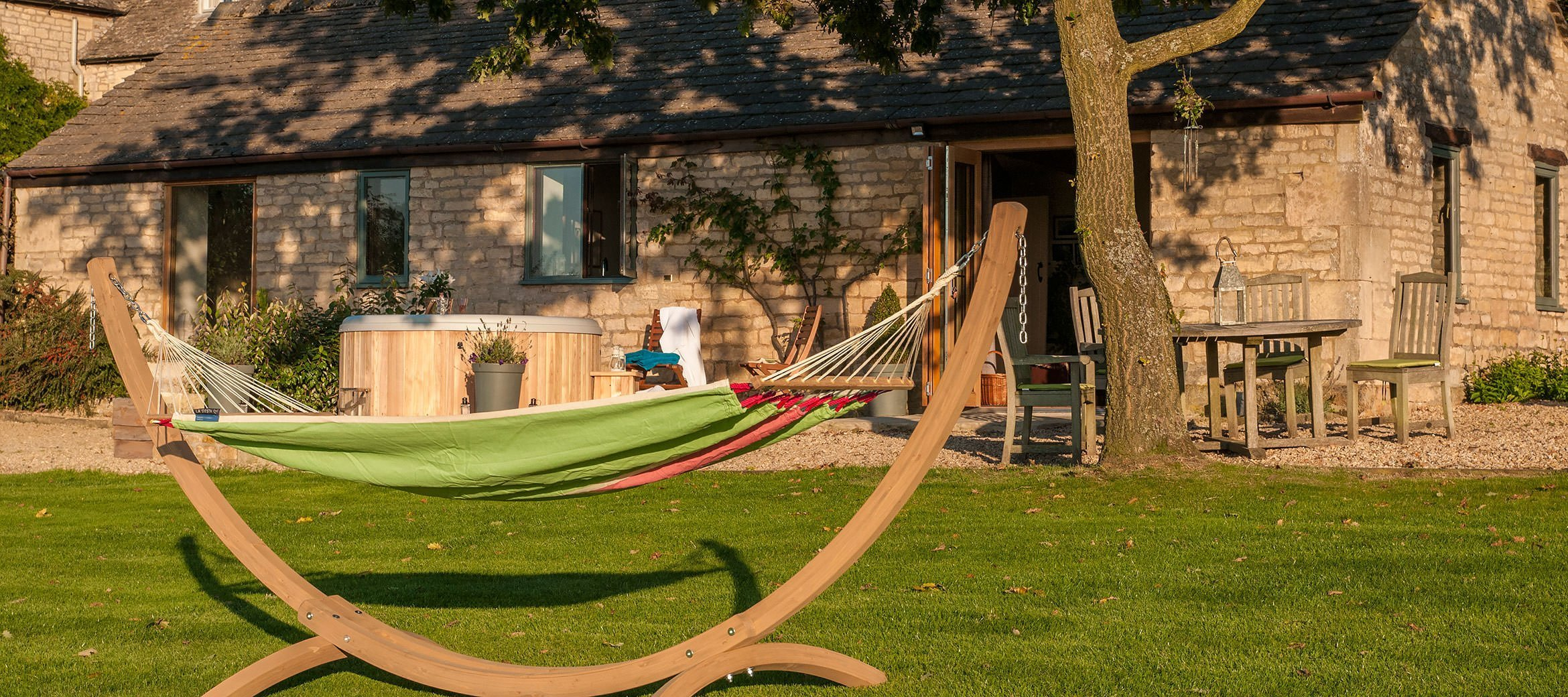 dryhill-cotswold-cottage-swing-hot-tub