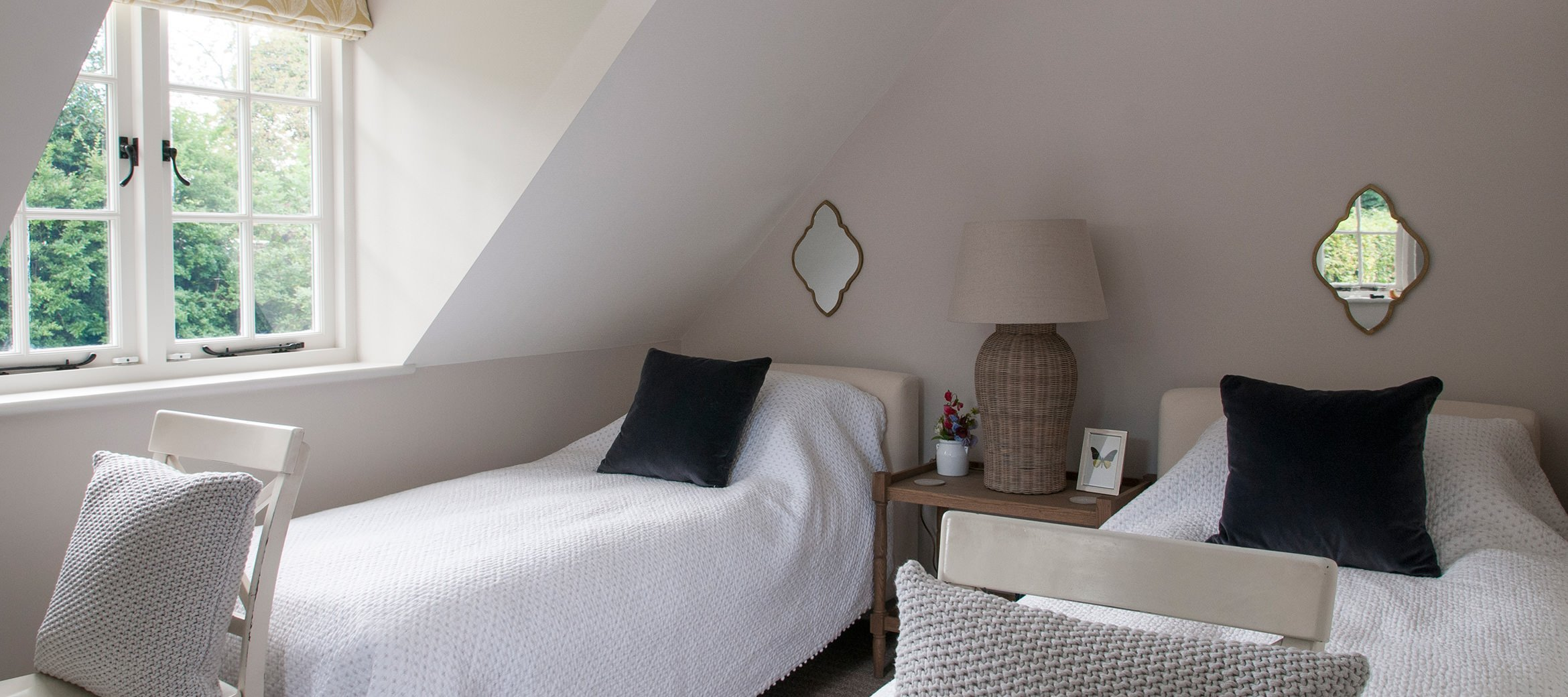 cowley-cotswold-cottage-twin-bedroom