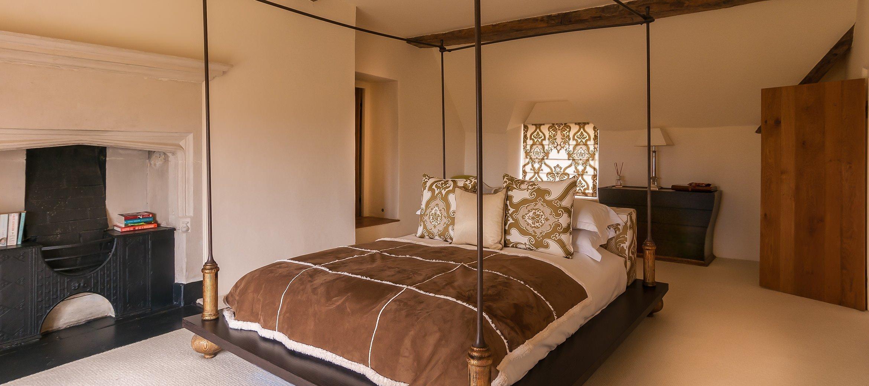 cotswold-burden-court-master-bedroom