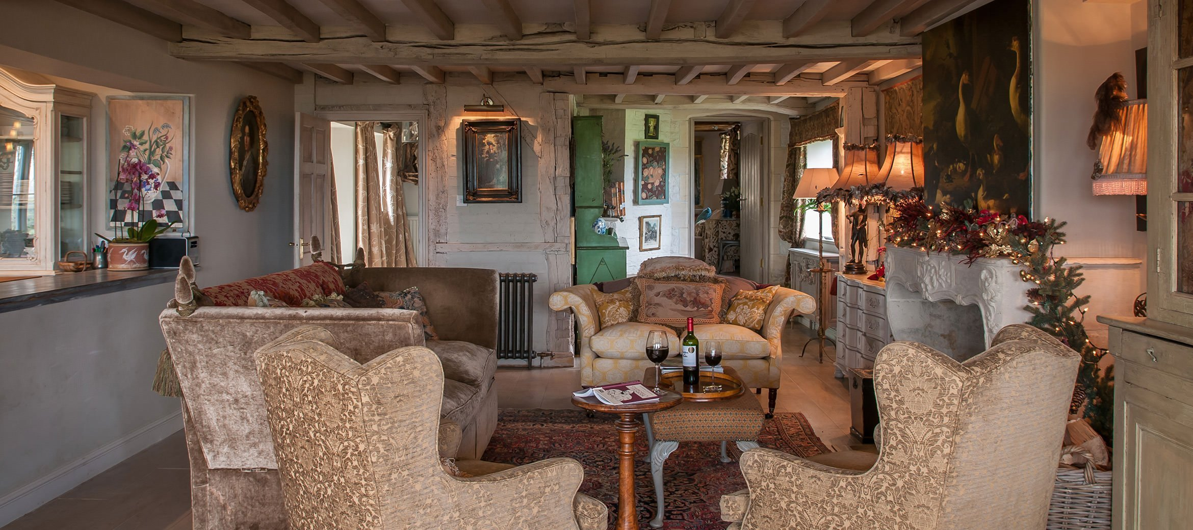 sixpence-luxury-cotswold-cottage-drawing-room