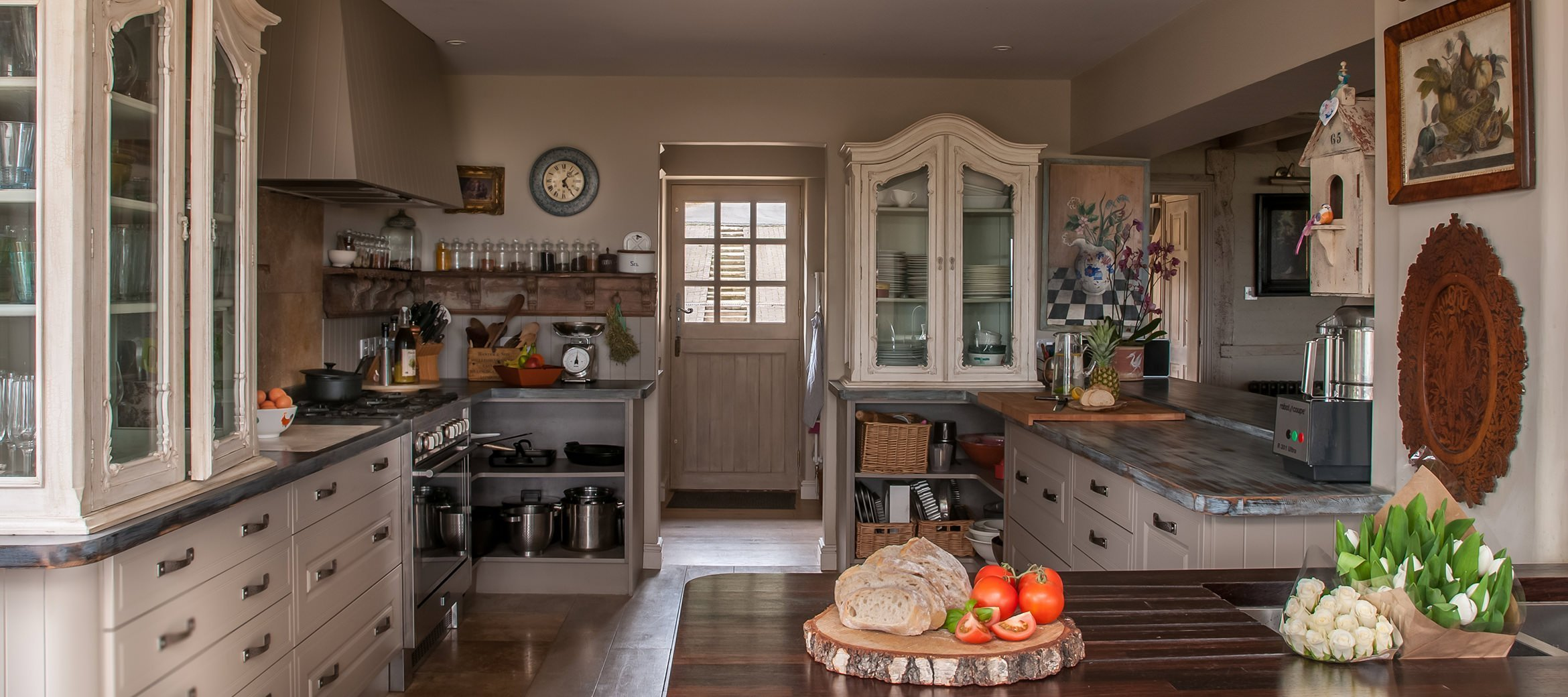 sixpenny-cotswold-cottage-cooks-kitchen