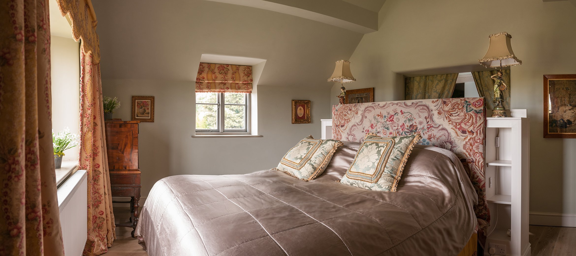 sixpenny-cotswold-cottage-master-bedroom