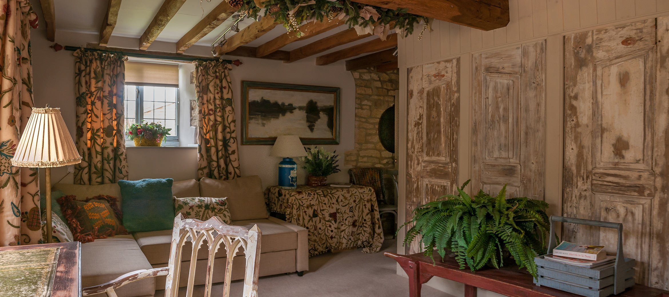 sixpenny-cotswold-cottage-snug