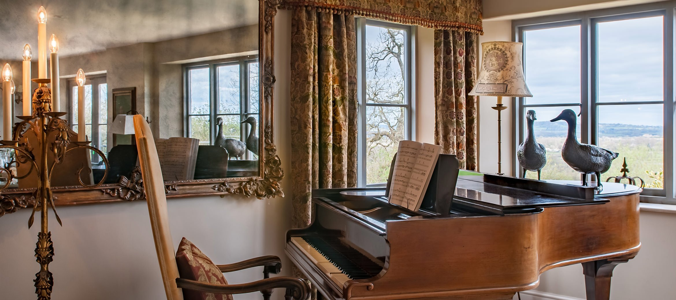 sixpenny-luxury-cotswold-cottage-baby-grand-piano