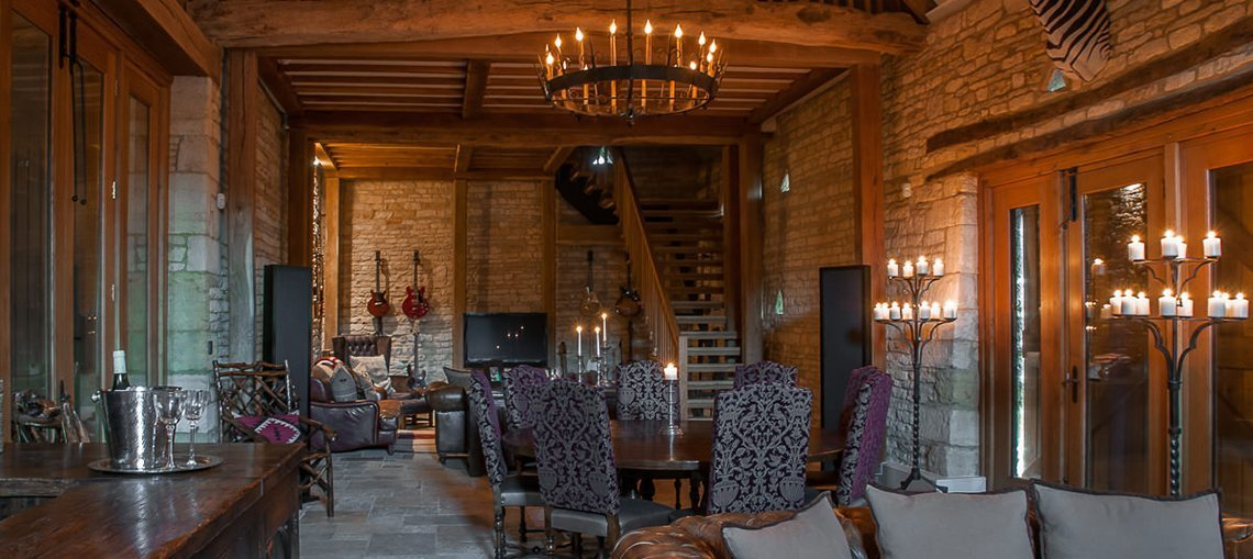 luxury-guiting-power-party-barn