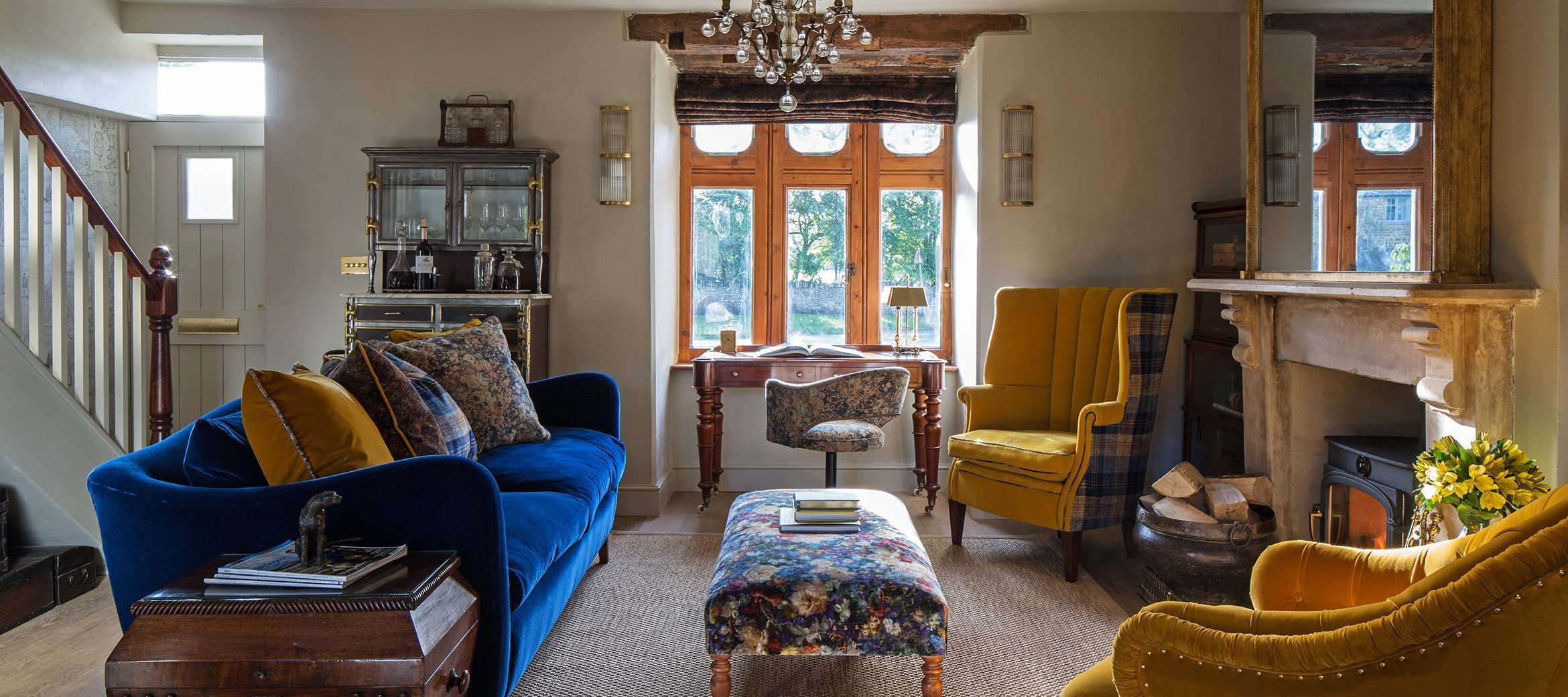 luxury-kingham-weavers-cottage-sitting-room-window