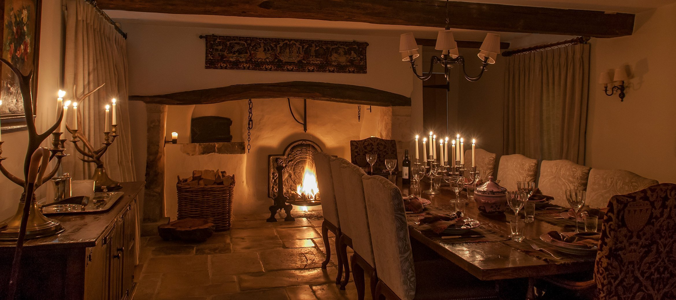 luxury-cotswold-farmhouse-night-time-dining