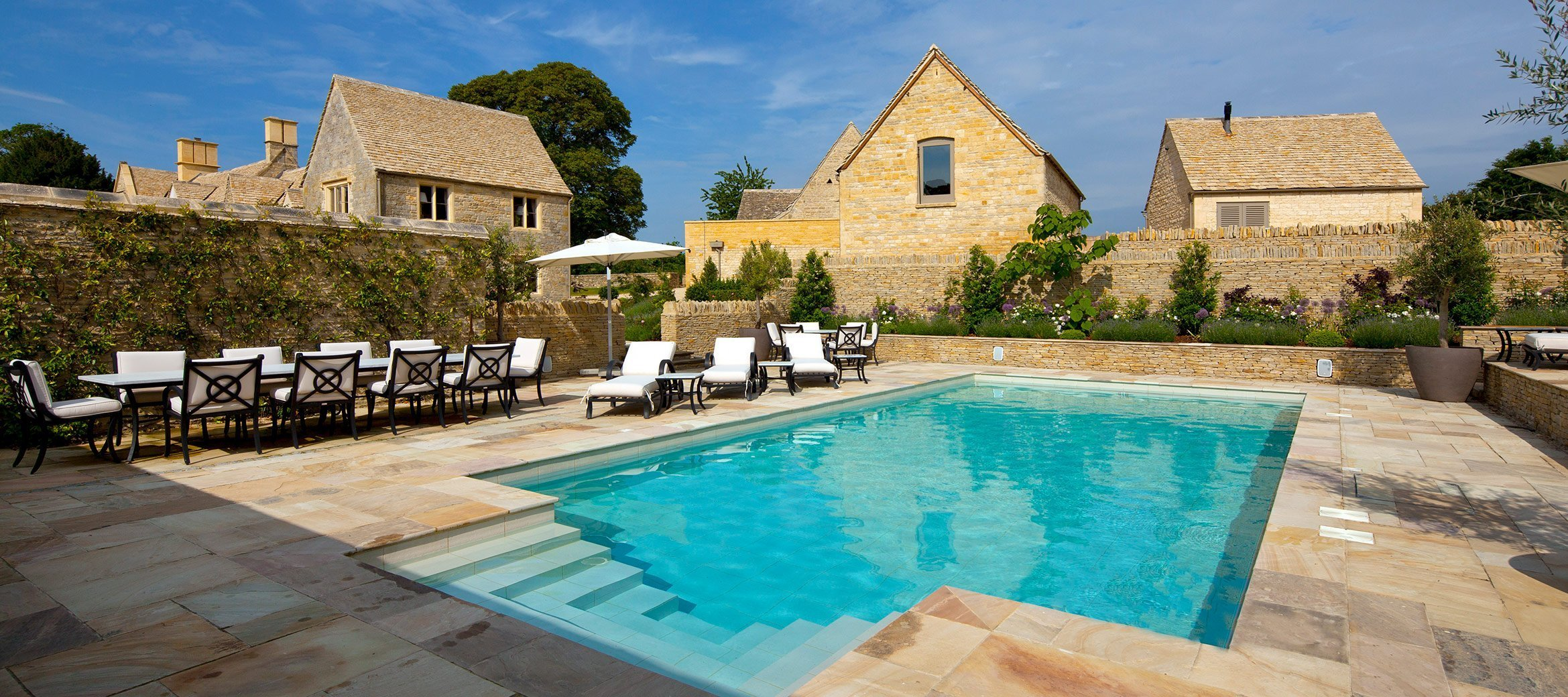 luxury-cotswold-farmhouse-swimming-pool