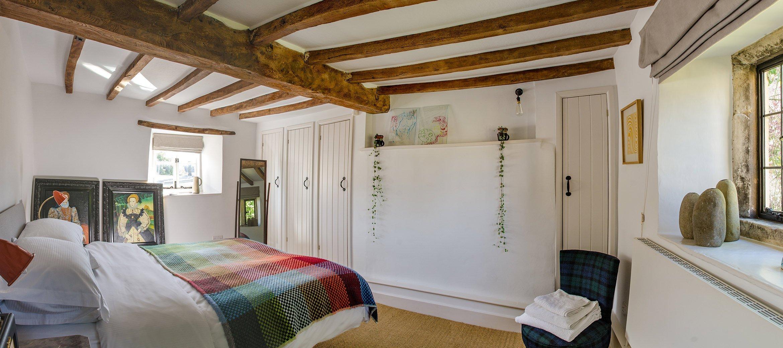 luxury-kingham-cotswold-cottage-master-bedroom