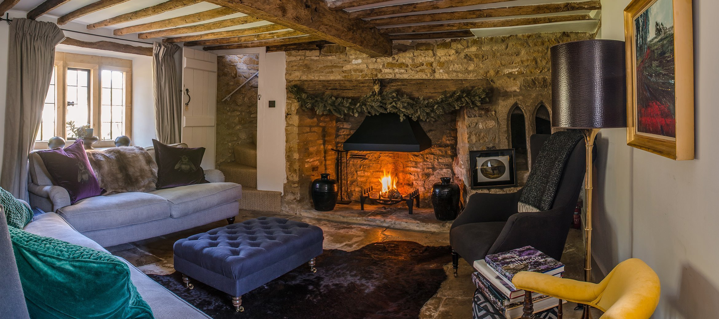 luxury-kingham-cotswold-cottage-sitting-room-open-fire
