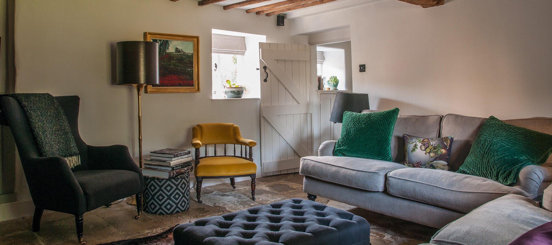 luxury-kingham-cotswold-cottage-sitting-room-sofa
