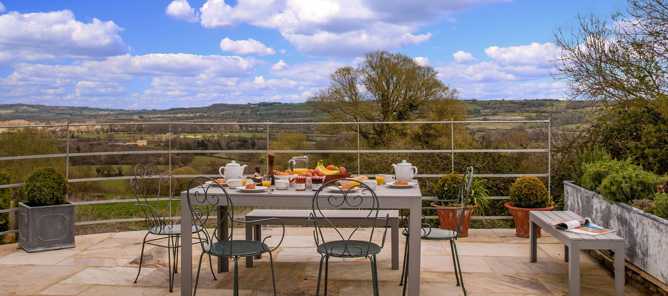 sixpenny-cottage-summer-valley-view