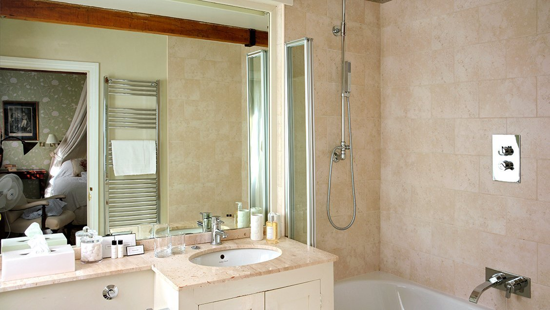 bruern-holiday-cottages-cope-bathroom