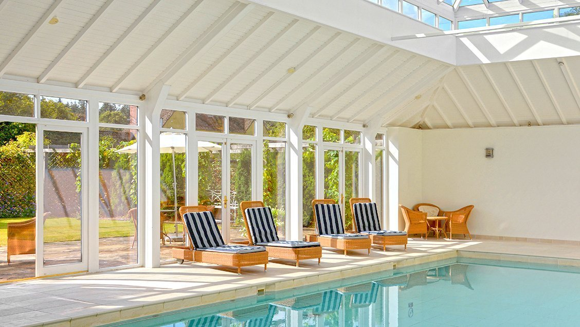 bruern-holiday-cottages-heated-indoor-swimming-pool