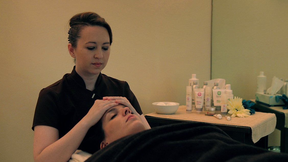 bruern-holiday-cottages-spa-facial
