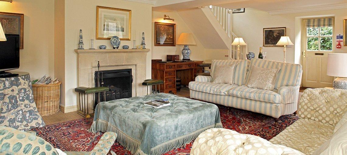 bruern-holiday-cottages-booker-sitting-room