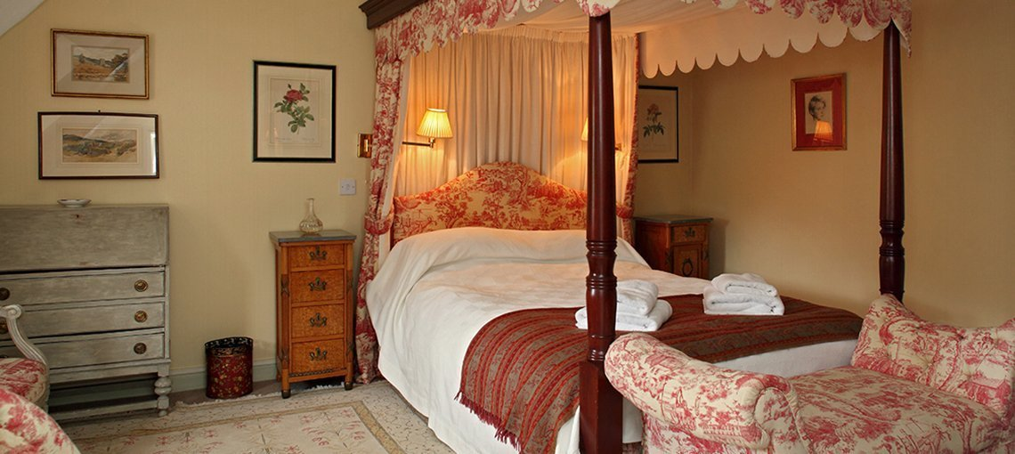 bruern-holiday-cottages-bookers-four-poster-bedroom